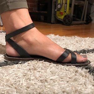 Black Maxwell sandals